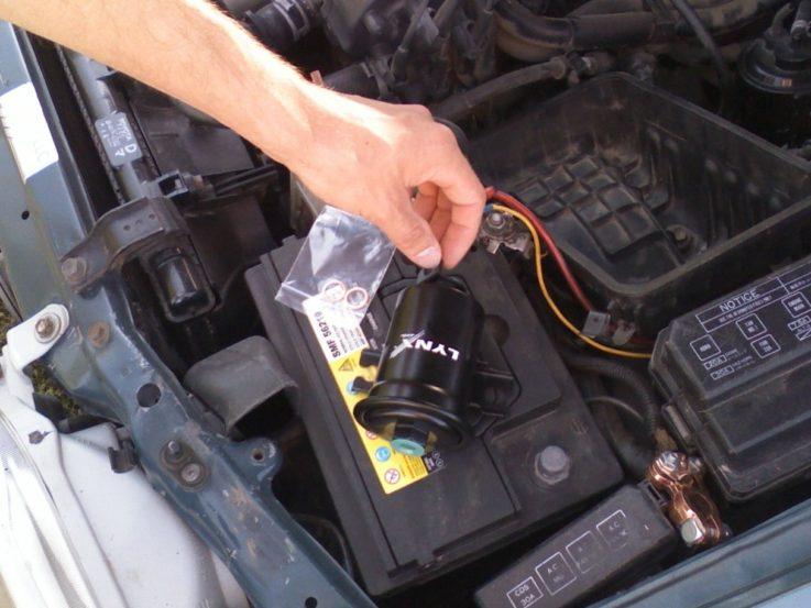 Как заменить топливный фильтр?