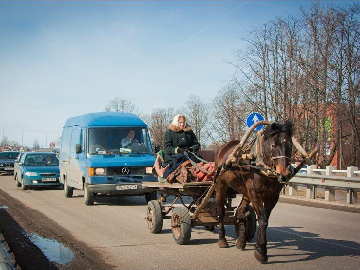 Каки транспортные средства разрешено обгонять?