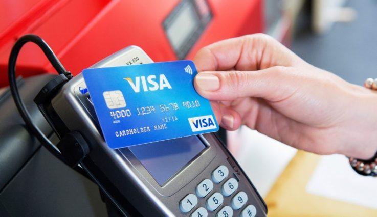 Расчет за бензин банковской картой